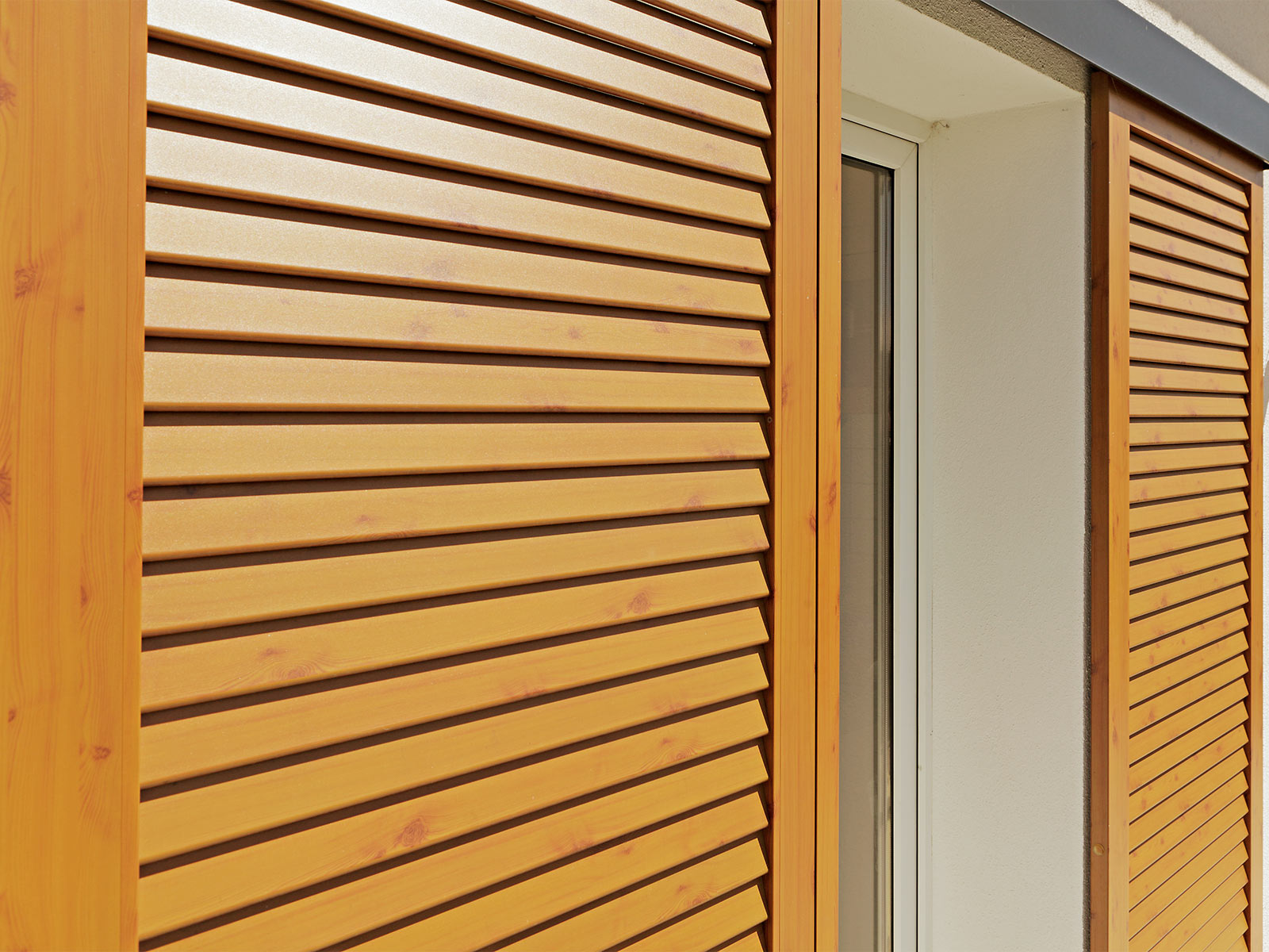 Wood sliding shutters - Wood look