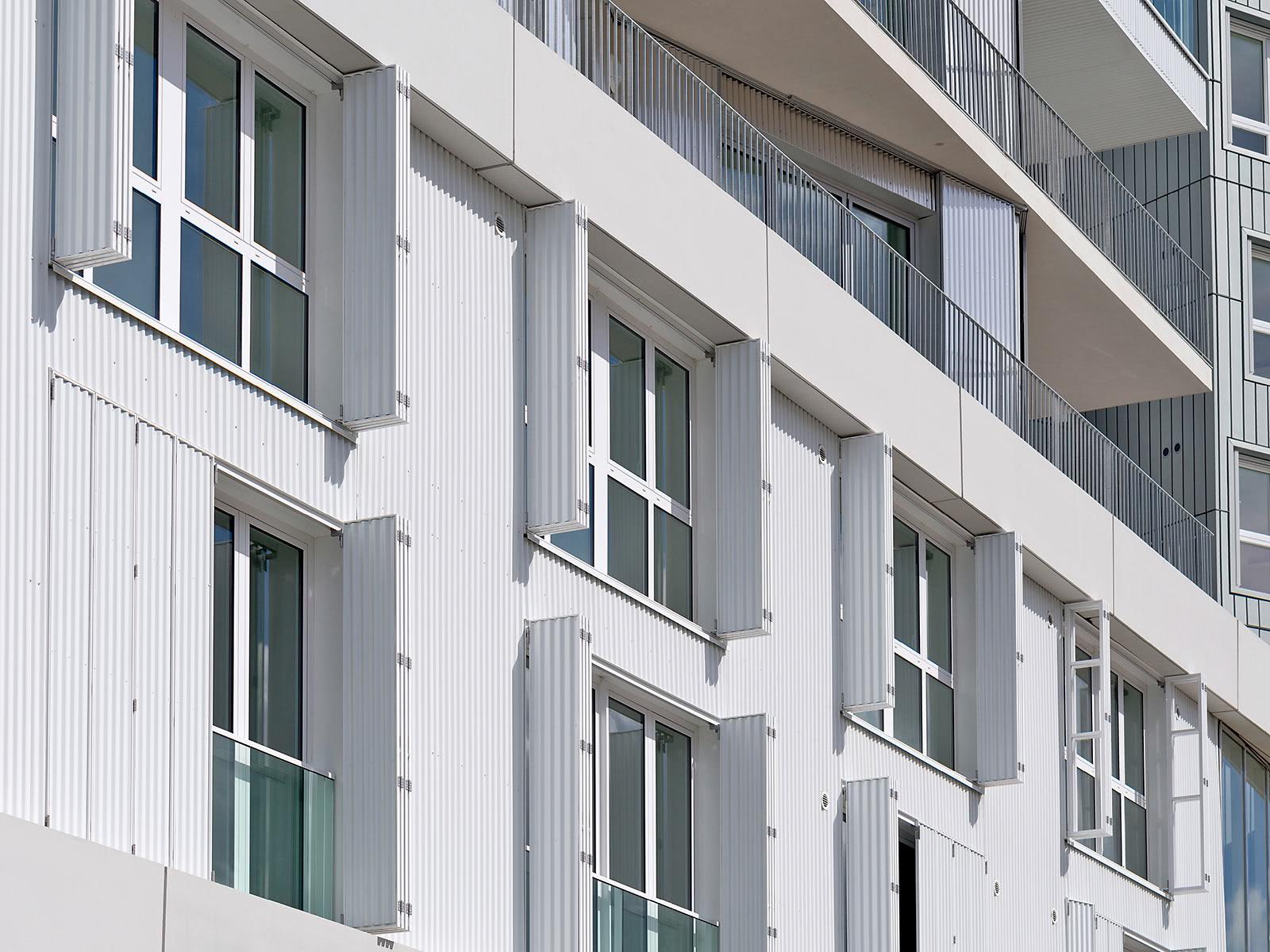 Fensterläden in Weiß