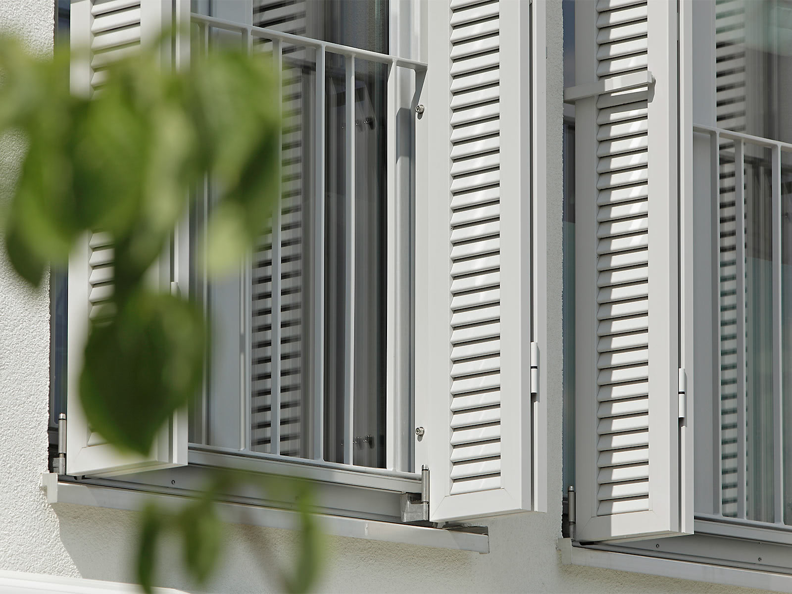 Installation systems for sliding shutters