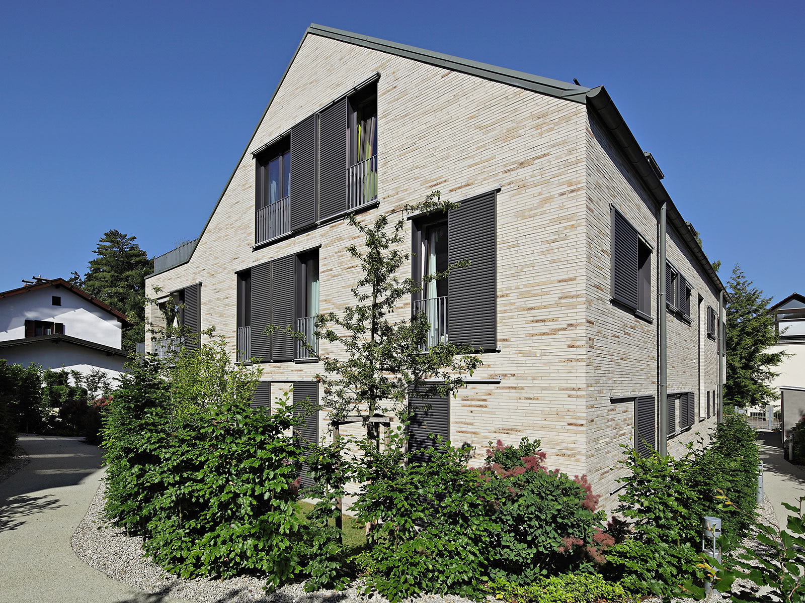 Facades De Maisons En Couleurs des volets de couleur pour des façades personnalisées