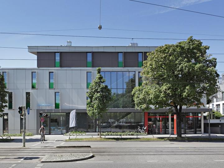 EHRET Faltschiebeläden - Geschäftshaus München