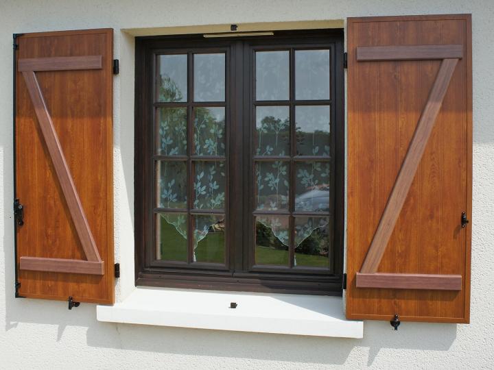 Fensterläden in Echtholzoptik