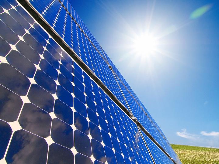 Las contraventanas correderas fotovoltaicas CRYSTAL