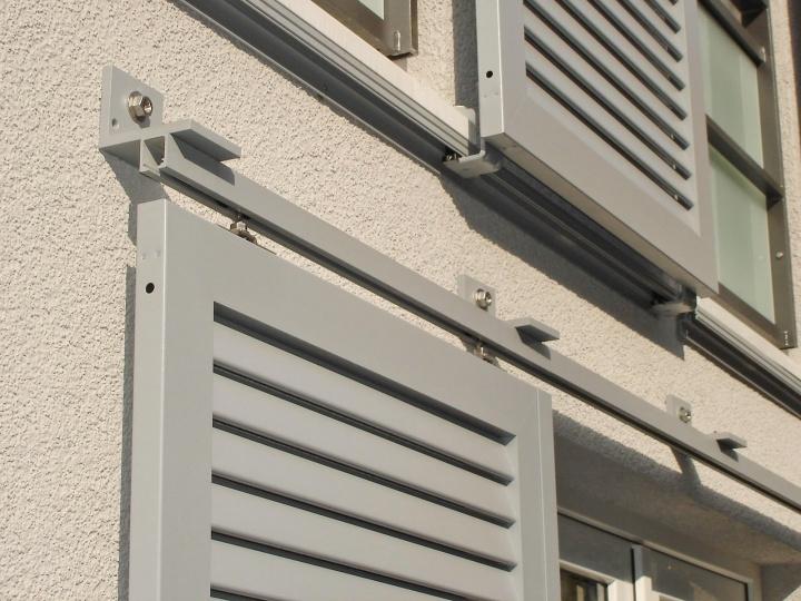 Montaggio a soffitto e montaggio a parete senza copertura