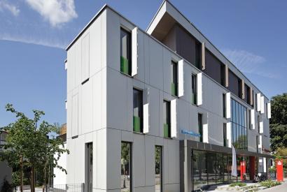 Immeuble d'habitation et commercial